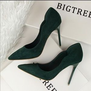 Shoes - Cute green hells for women NEW!!!